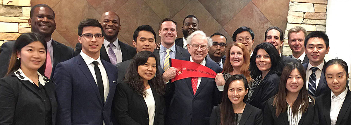 EMBA students among small group of MBAs and other graduate students meeting Warren Buffett.
