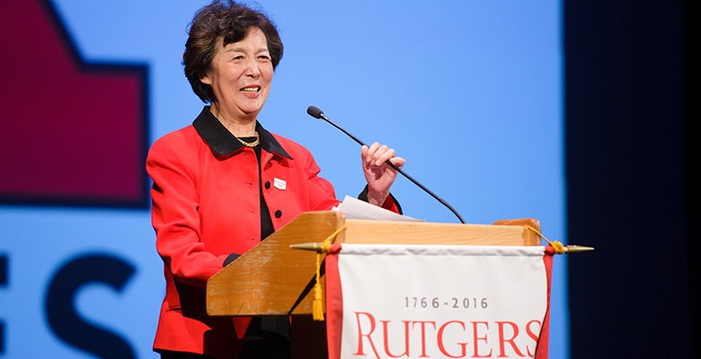 Dean Lei Lei speaks to members of the Rutgers Business School Alumni Association.